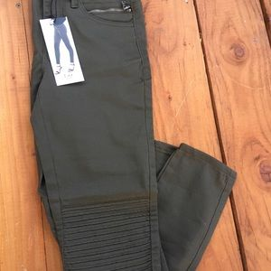 Dex Moto Jeans, Olive color, Size 27. Very cute!